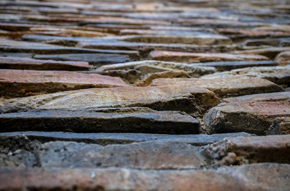Камень в интерьере: как укладывать и с чем сочетать